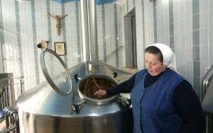 Дорис Энгельхарт варит пиво